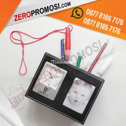 Souvenir Jam Meja Kulit JH-9240 Dengan Fhoto Frame - Tangerang