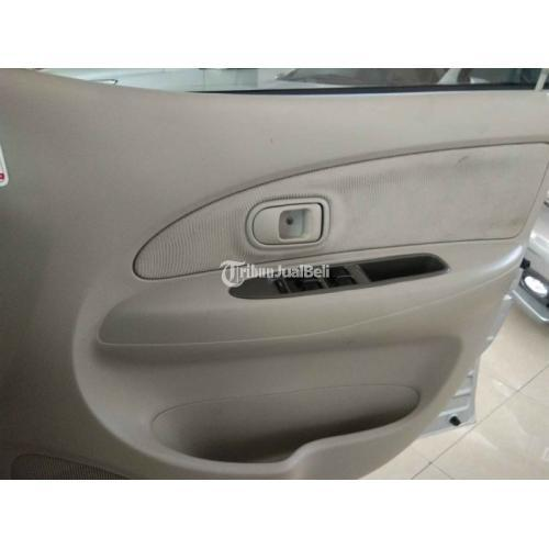 Mobil Toyota Avanza G AT 2011 Silver Bekas Mesin Kering Interior Bersih - Gianyar