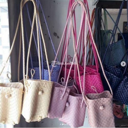 Kerajinan Tas Anyam Minibag Tali Panjang Ukuran 13cmx9cmx18cm - Banyuwangi