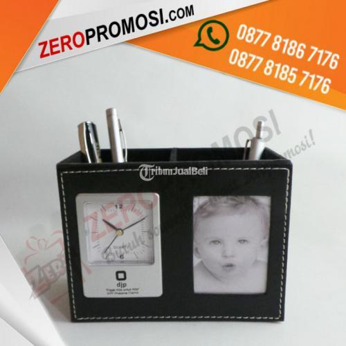 Souvenir Kantor Eksklusif Jam Meja Pen Holder Kode JH9240