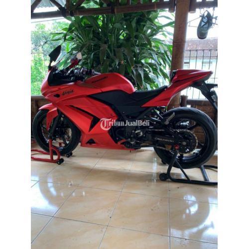 Motor Kawasaki Ninja 250 Karbu 2010 Warna Hitam Bekas Mesin Terawat - Sleman