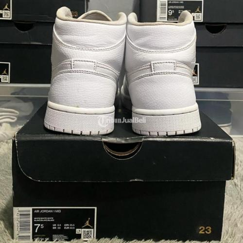 Sepatu Sneakers Nike Air Jordan 1 Mid Triple White Size US 7.5 Second - Jakarta