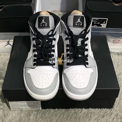 Sepatu Nike Air Jordan 1 Mid Light Smoke Grey Size US 9.5 Bekas Like New Fullset - Jakarta