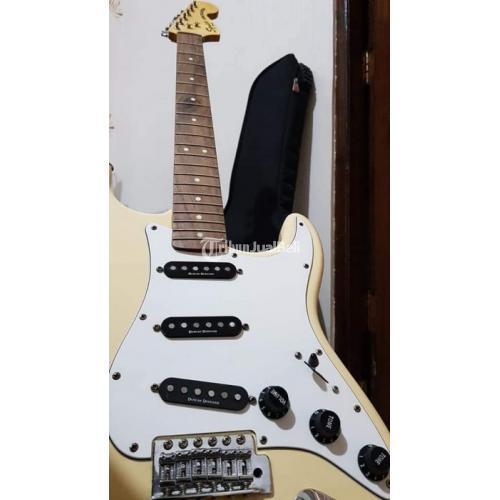 Gitar Listrik Squier By Fender Made in Indonesia Bekas Mulus - Magelang