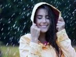 Nih Bagi yang Takut Make Up Luntur, Rahasia Make Up Tetap Cetar Walau Terkena Air Hujan. Anti Hujan Sist