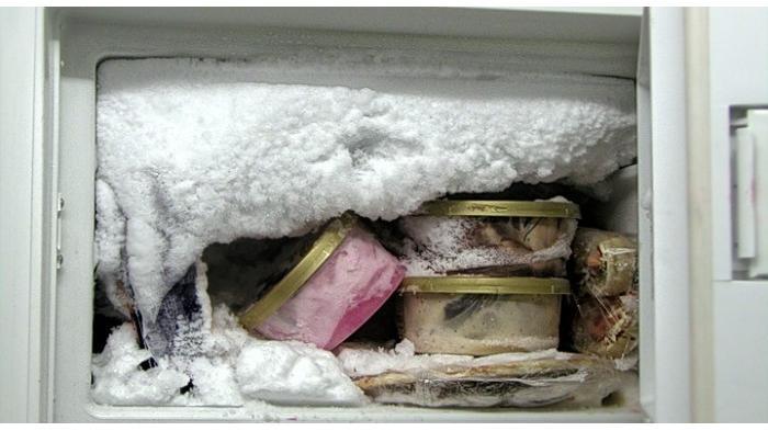 Begini Cara Mudah Bersihkan Bunga Es yang Menumpuk Pada Freezer