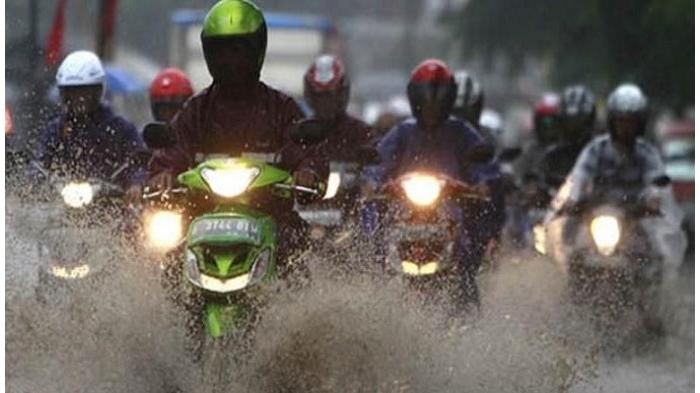 Ini Alasan Motor Harus Segera Dicuci Setelah Terkena Air Hujan