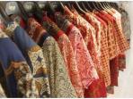 Agar Tidak Cepat Luncur, Begini Cara yang Benar Mencuci Baju Batik