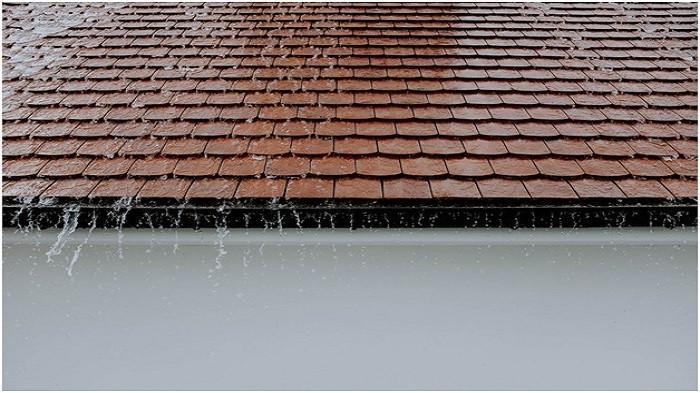 Begini 5 Cara Mudah Mengatasi Atap Rumah yang Bocor Saat Musim Hujan