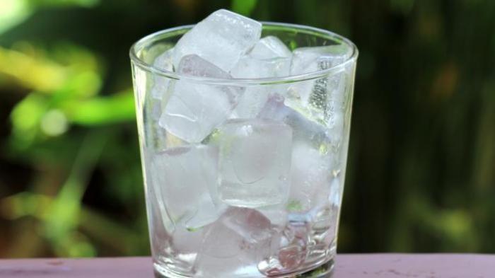 Cobalah Letakkan Es Batu Pada Leher 2 Kali Sehari dan Rasakan 8 Manfaat Ini