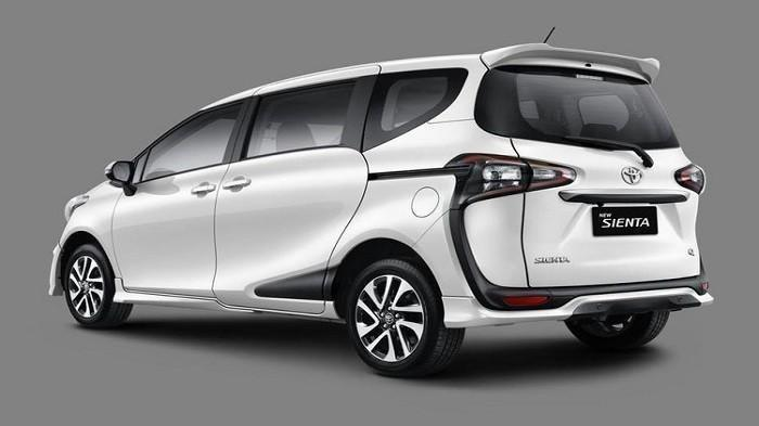 Cek Harga MPV Pintu Geser Toyota Sienta Bekas Tahun 2017 Jakarta